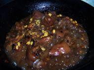 麻辣香蹄炖黄豆的做法