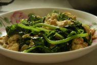 10分钟家常菜——香芹叶炒鸡蛋的做法