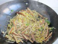 黄豆芽炒卤豆干的做法