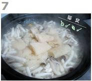 排骨菌煲汤的做法