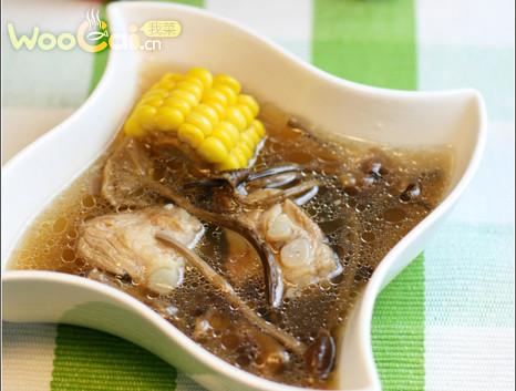 茶树菇玉米排骨汤的做法