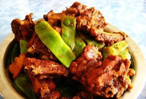 油豆角炖排骨的做法