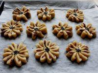 豆沙枣泥菊花酥的12步制作方法
