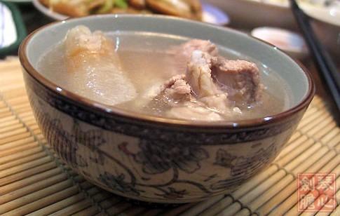 土茯苓排骨汤的做法