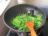 韭菜炒木耳的做法