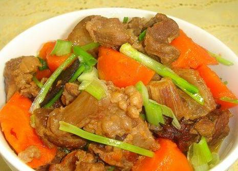 胡萝卜炖牛筋的做法