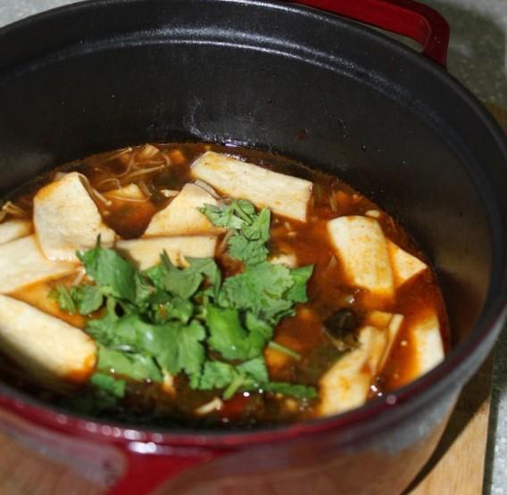水煮酸菜杏鲍菇粉丝煲的做法