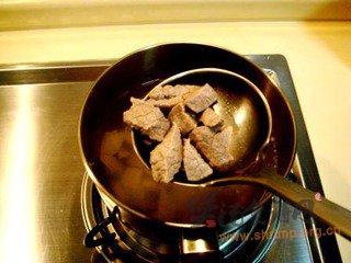 炖牛肉萝卜清汤的做法