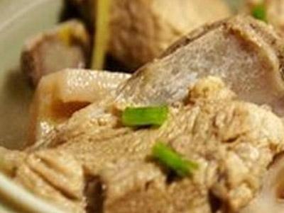 藕节炖排骨的做法