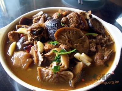 菇腐炖鸡的做法
