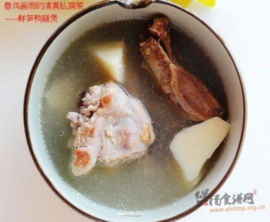 鲜笋鸭腿煲的做法