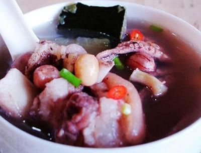 花生仁猪蹄汤的做法