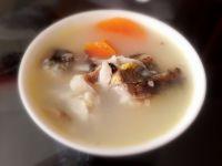 胡萝卜鲫鱼汤的做法