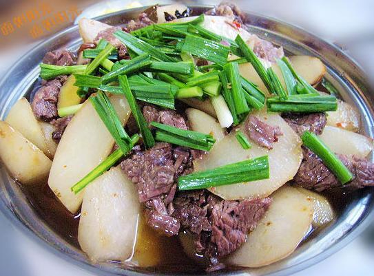 干锅萝卜炖牛肉的做法