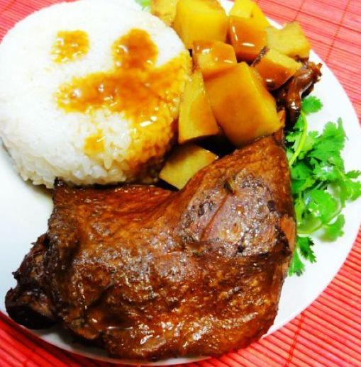 土豆炖鸭腿盖饭的做法