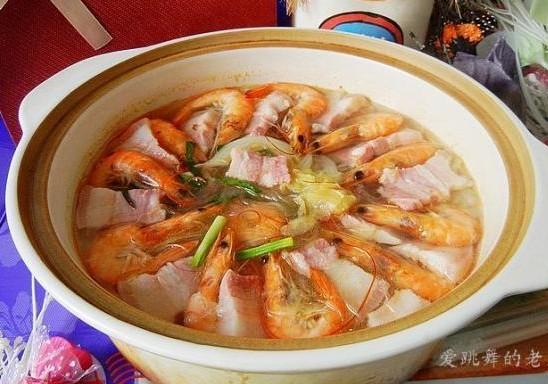咸肉鲜虾白菜煲的做法