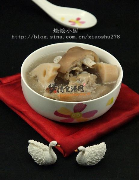 (图)莲藕花生猪手汤的做法