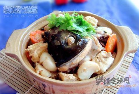 砂锅鱼头冻豆腐煲的做法