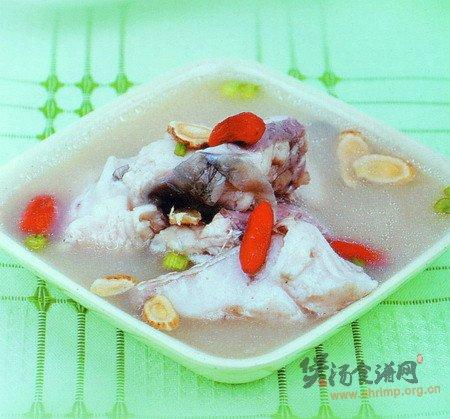 枸杞黄芪鱼块汤的做法