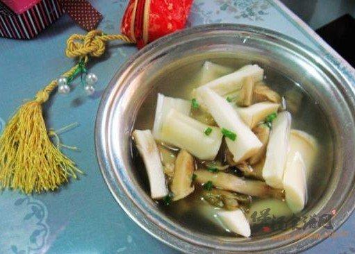 鞭笋榨菜汤的做法