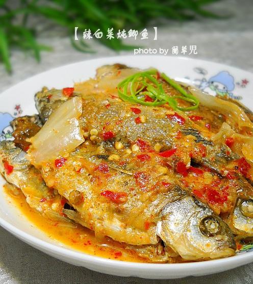 辣白菜炖鲫鱼的做法
