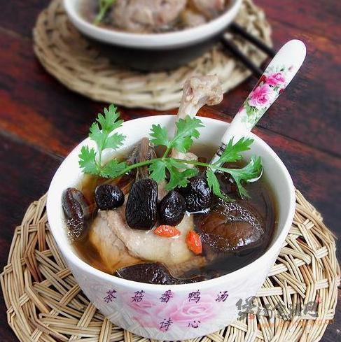 茶菇番鸭汤的做法