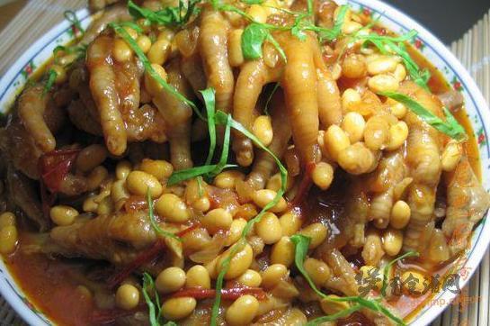 番茄黄豆炖凤爪的做法