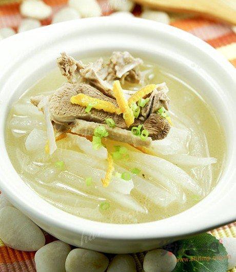 桔皮土鸭萝卜汤的做法