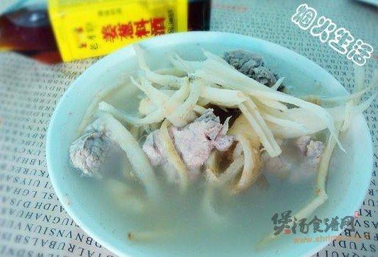 茴香根排骨汤的做法