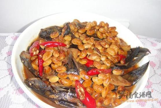 昂刺鱼炖黄豆的做法