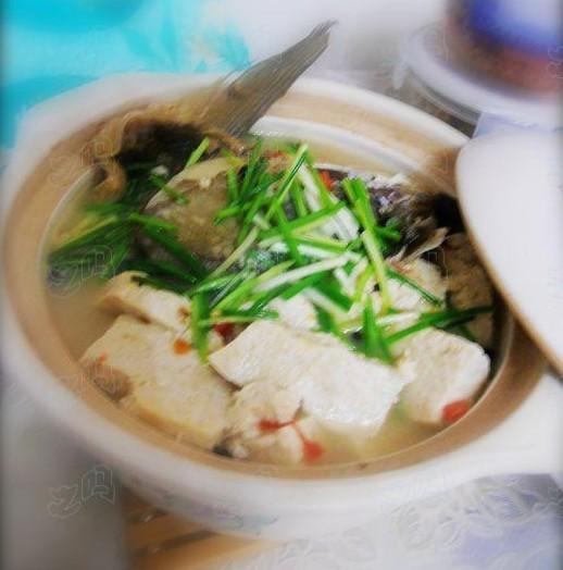 咸鱼头冻豆腐煲的做法