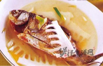 竹笋鲫鱼汤的做法