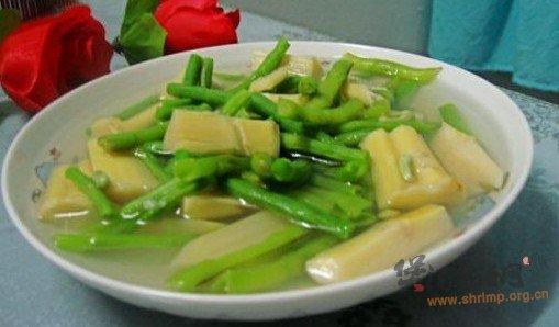 豇豆鞭笋汤的做法