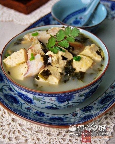 雪菜豆腐炖鱼头的做法