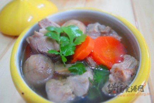 萝卜口蘑排骨汤』的做法