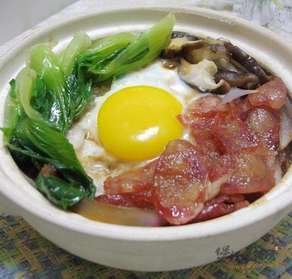 腊肠窝蛋煲仔饭的做法