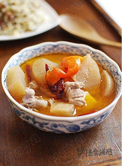 酸萝卜鸭腿汤的做法