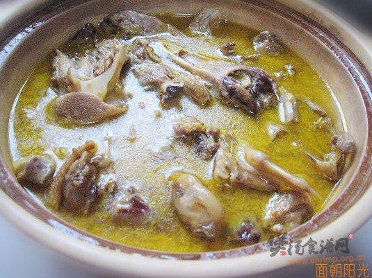 农家菜油土鸭煲的做法