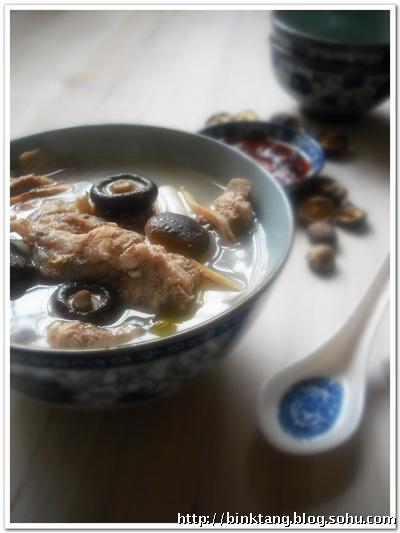 冬菇墨鱼龙骨汤的做法