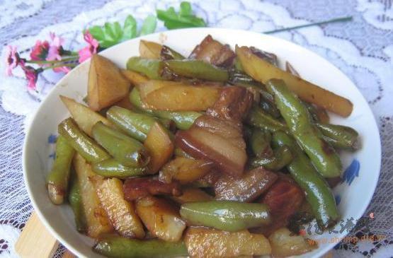 家常土豆炖豆角的做法