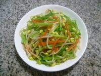 芹菜炒黄豆芽的做法