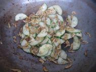 清炒瓜片小虾皮的做法