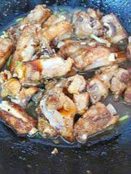 鲜香可口的的蚝油煎骨的做法